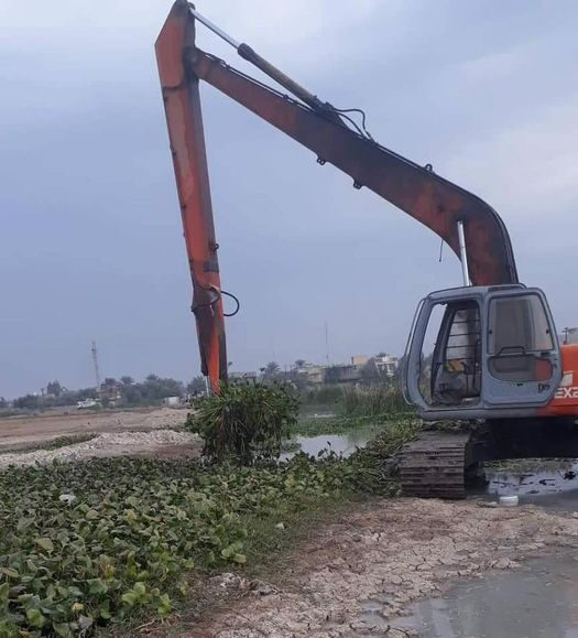 The Maintenance Department of Diyala Irrigation and drainage projects continues the clearing work of the Baquba Drain